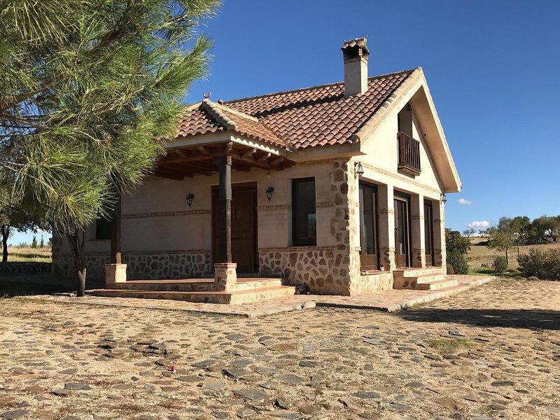 Espectacular Casa en finca cerca de Toledo con vistas maravillosas, Ferienwohnung in Los Yebenes