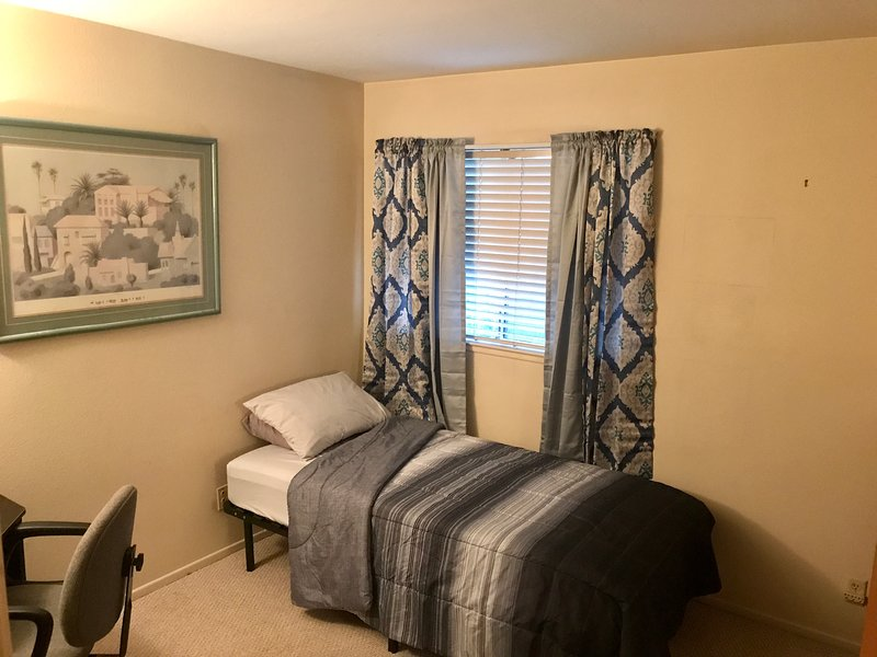 Private Comfortable Room in Clean Quiet House Great Location, vacation rental in Chino Hills