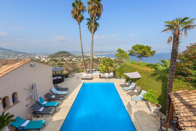 Cannes Mandelieu/Theoule border Lovely 6-Bed Villa, casa vacanza a Théoule sur Mer