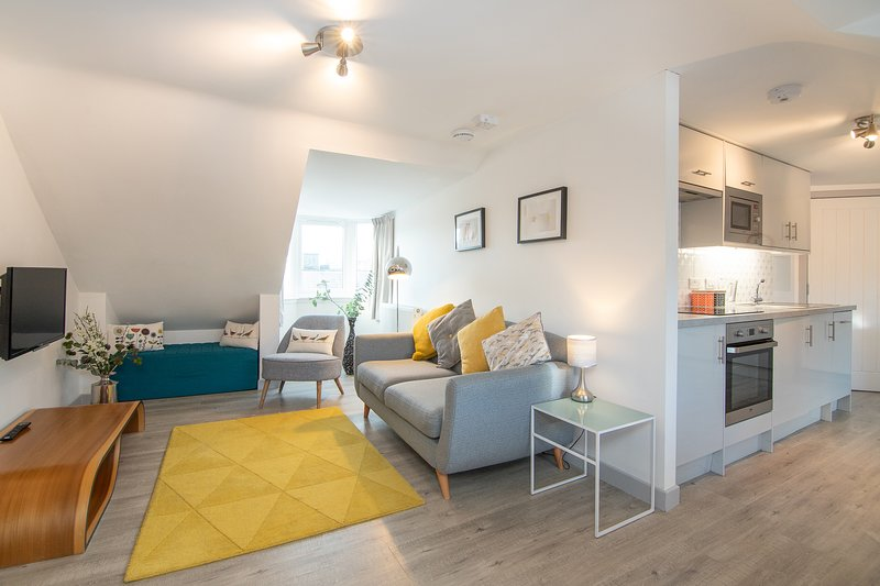 Puffin's Retreat - 2019 Excellence Award, close to beaches, pubs & restaurants, holiday rental in East Lothian