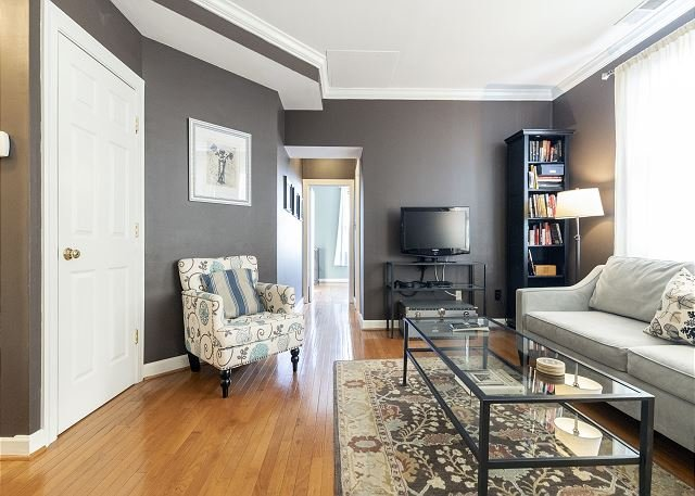 Renovated Condo in the Heart of DuPont Circle- 2 blks to Metro, vacation rental in Suitland
