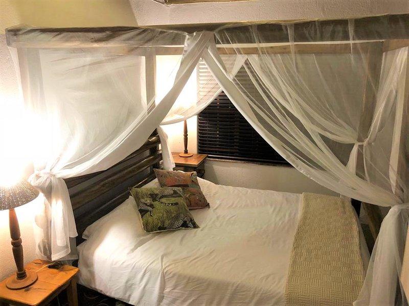Bedroom 1 (Queen bed) - Master Bedroom