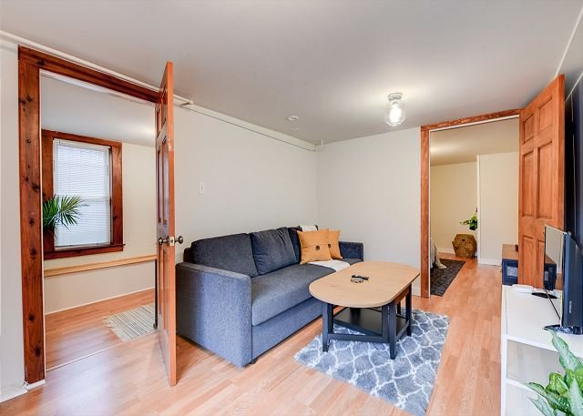Quaint and Charming 2BR APT in Central Oakland, holiday rental in Emeryville