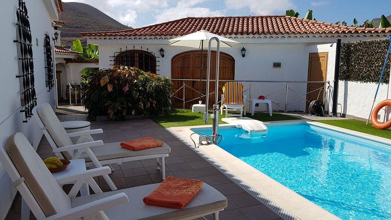 Finca Esperanza. Unique Luxury Villa in a Exotic Banana Plantation. Heated Pool., holiday rental in Banaderos
