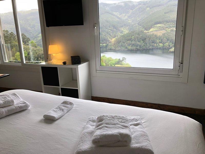 Casa Campacinas B Ribeira Sacra luxury 2 bed house, with panoramic views, location de vacances à San Pedro