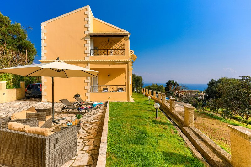 SeaSunrise: Modern, spacious Apt, A/C, WiFi, Near beach, vacation rental in Perama