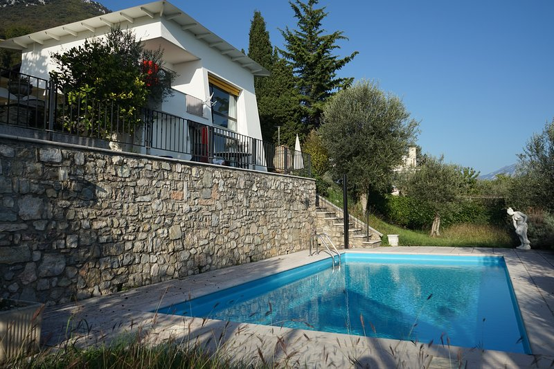 Villa Bianca: Lake view, Private pool, AC, holiday rental in Toscolano-Maderno