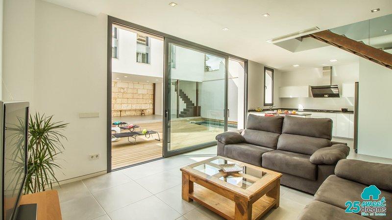 Sa Tau. Modern house for 7 people with pool., vacation rental in Sa Pobla