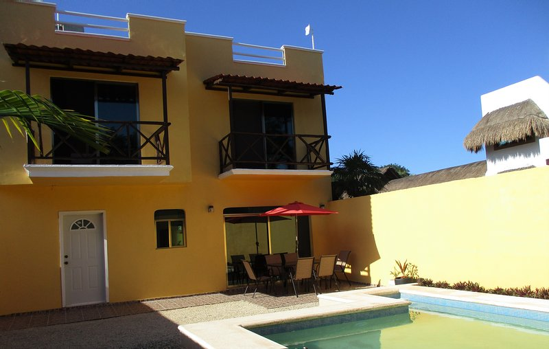 FULLY GATED PRIVATE SWIMMING POOL CLOSE TO THE BEACH SLEEPS 8, holiday rental in Mahahual
