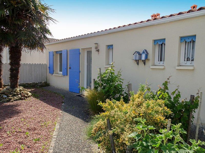 Les Bains, holiday rental in La Bree-les-Bains
