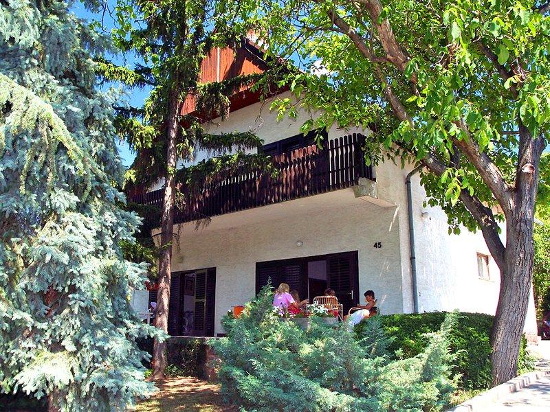 Pinus 1, holiday rental in Balatonakarattya