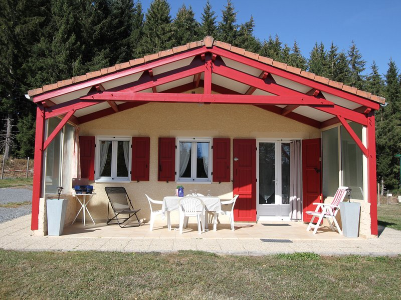 Le Clos des Sapins, holiday rental in Sembadel