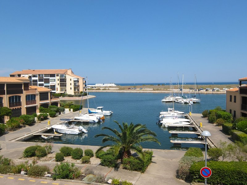 Marina 2, holiday rental in Saint-Cyprien-Plage