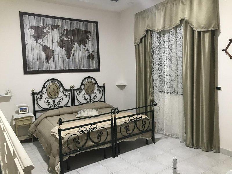 Amazing apartment with balcony, location de vacances à Casoria