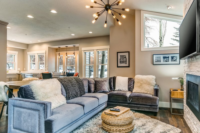 Elegant downtown townhome w/ breakfast nook & shuttle access to lift & town, vacation rental in Park City