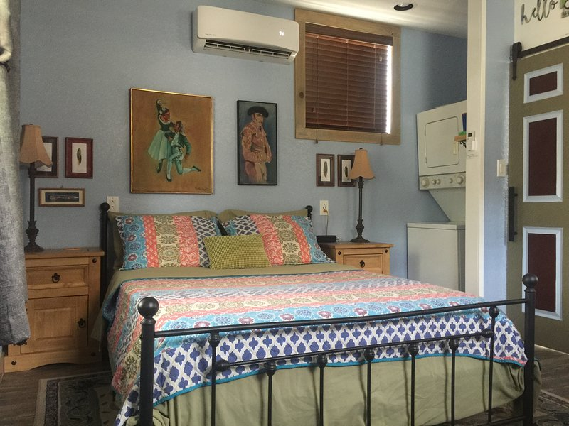 Cozy & Private Studio Guesthouse near downtown, holiday rental in San Antonio