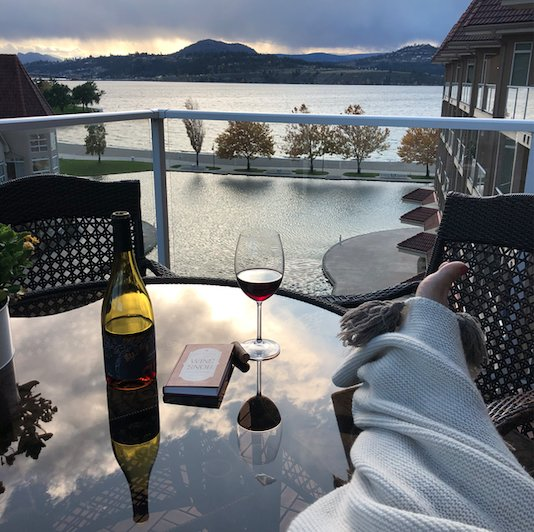 Luxury Home w/ a Conscious Choice w/ View of Lake, holiday rental in Kelowna