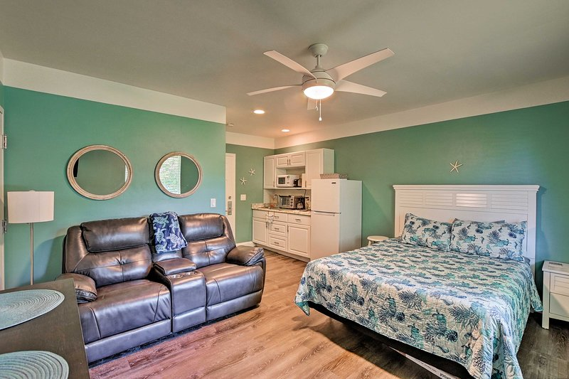 Naples Studio w/ Pool-By Everglades Natl Park, holiday rental in Everglades City