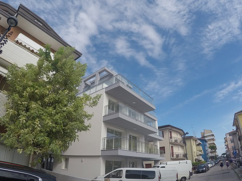 Brand new apartment at 100mt from the beach, holiday rental in Caorle