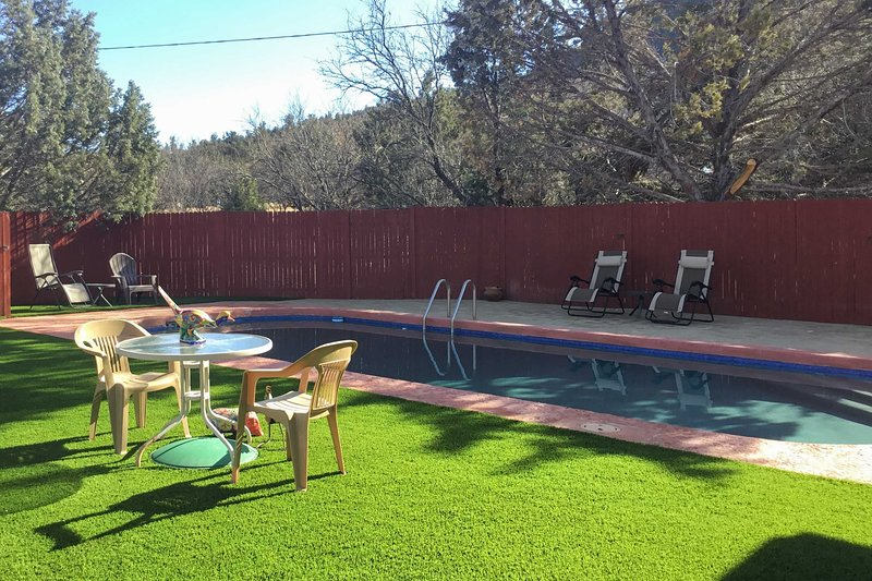 Sedona Home on 1 Acre w/ Pool+Red Rock Views!, vacation rental in Rimrock