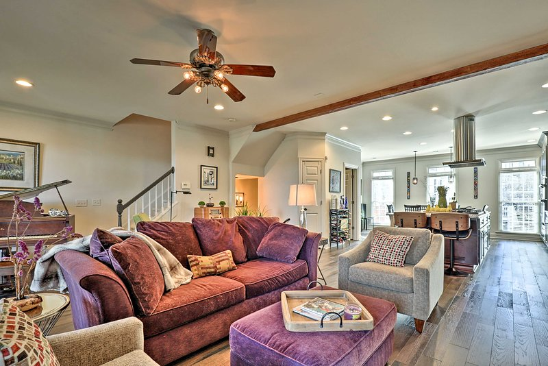 NEW! Townhome Near DTWN Roswell - 22 Mi to Atlanta, vacation rental in Norcross