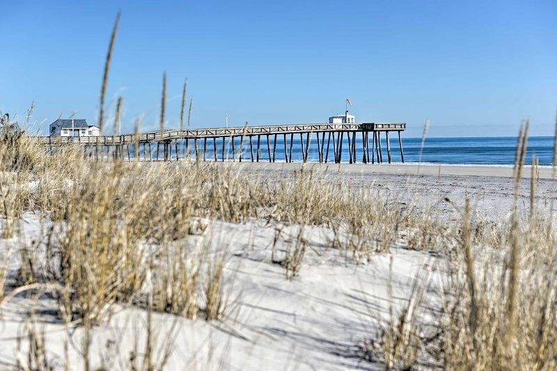 Esplora il molo di pesca di Ocean City a pochi passi dalla spiaggia.