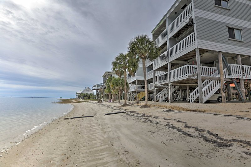 Waterfront Escape w/ Balcony on Shell Point Beach, vacation rental in Panacea