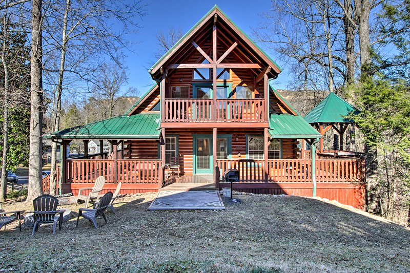 Downtown Gatlinburg Lodge w/ Hot Tub & Game Room!, vacation rental in Gatlinburg