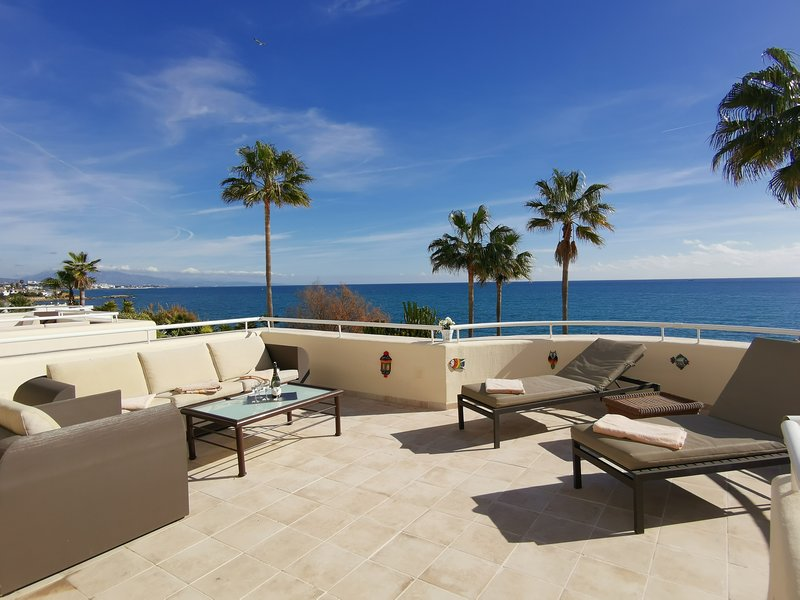 Splendid front line apartment Estepona, location de vacances à Estepona