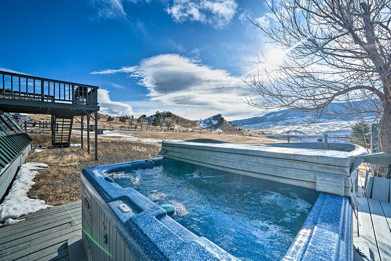 NEW! Unique Cabin w/ Indoor Pool & Mountain Views!, vacation rental in Clyde Park