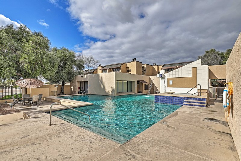 Tranquil Condo in Park Setting w/ Kitchen + Patio!, holiday rental in Catalina Foothills