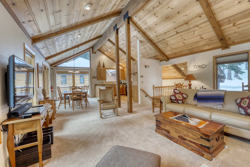 Secluded mountain home near Alpine Meadows/Squaw and Tahoe Rim Trail Chalet in Squaw Valley