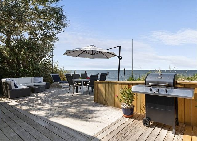 NEW Beach House North Fork Vineyards Hamptons, holiday rental in Middle Island