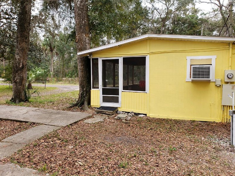 Nana's Place of Homosassa Yellow Cottage, holiday rental in Homosassa