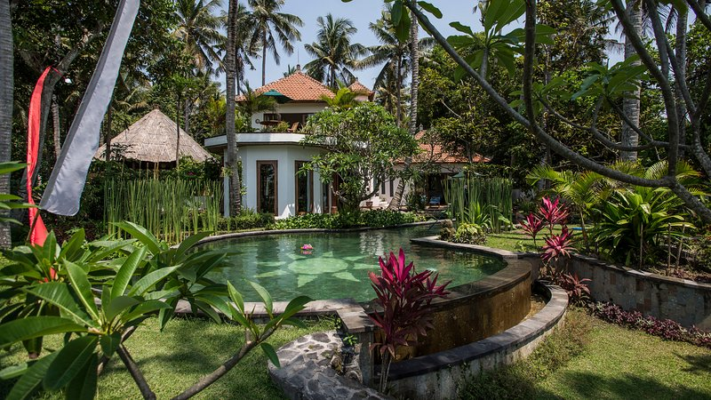 Bali Pure Luxury for Big Group 9 beds/AC/2Pools, location de vacances à Candidasa