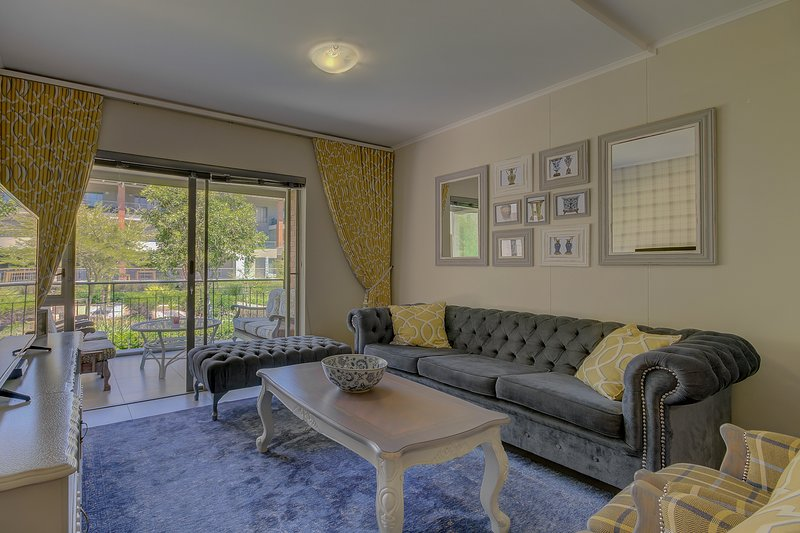 UniqueStay Mayfair Luxury 2 Bedroom Apartment, holiday rental in Century City
