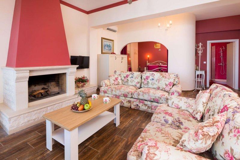 Anna seafront apartment 2nd floor with living room, alquiler de vacaciones en Chlomos