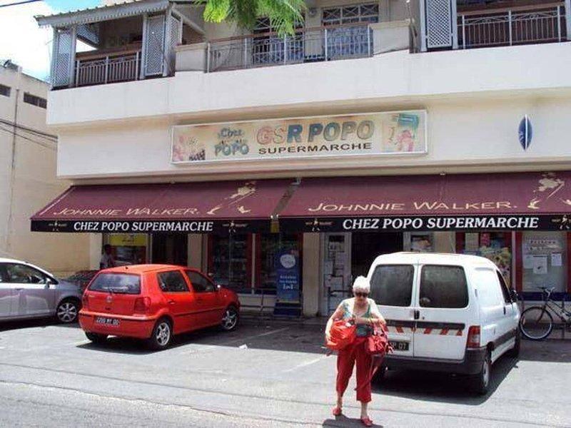 De beroemde POPO-supermarkt in de buurt