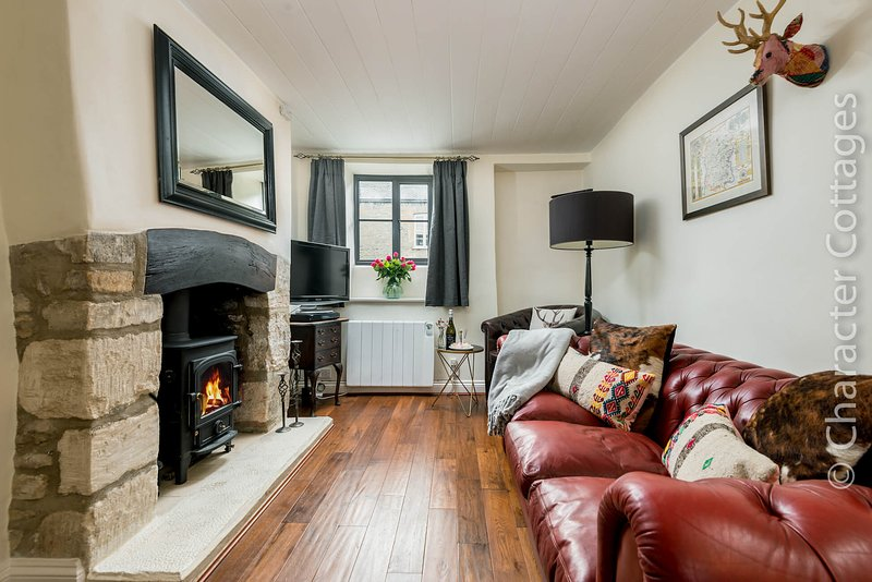 Whitsun Cottage is a beautiful Cotswold stone cottage, clad in Virginia creeper, casa vacanza a Stow-on-the-Wold