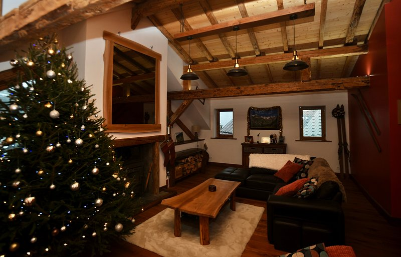 Luxury Ski Chalet in the Beautiful Village of Les Avanchers, Valmorel., casa vacanza a Les Avanchers-Valmorel