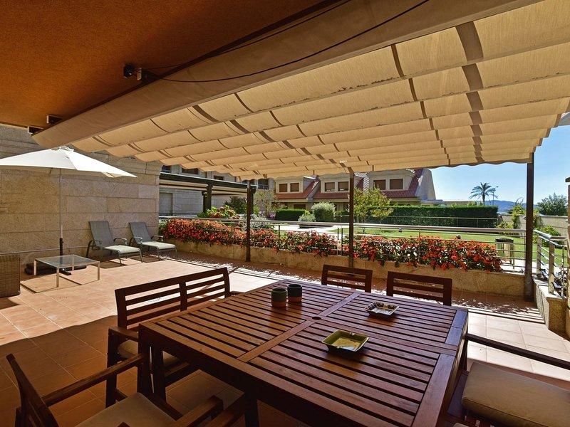 Apartamento Bajo Isla la Toja III, holiday rental in Isla de la Toja