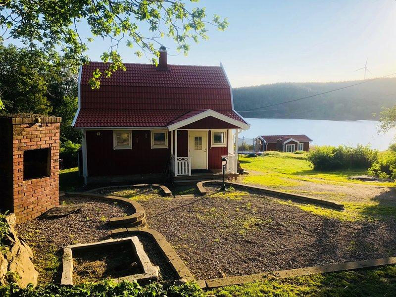 Idyllic house by a beautiful lake, vacation rental in Varekil