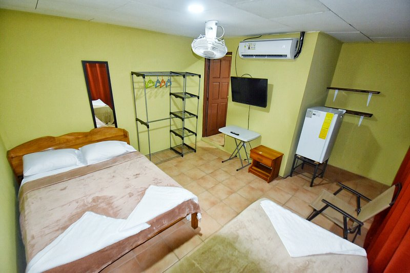 QUEPOS 1 BEDROOM APT - AC - WIFI - TV, location de vacances à Naranjito