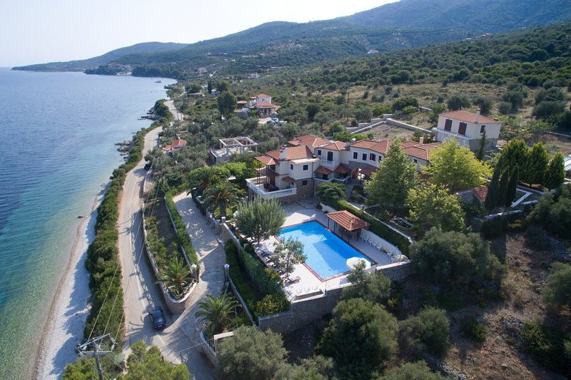 Alonissos beachfront villa 5 steps away from the sea, vacation rental in Alonnisos