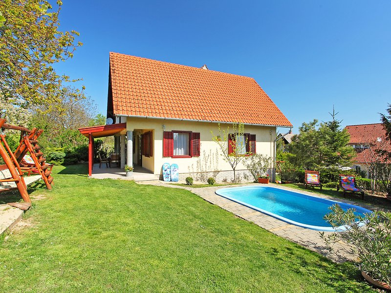 Balaton H2045, holiday rental in Zamardi