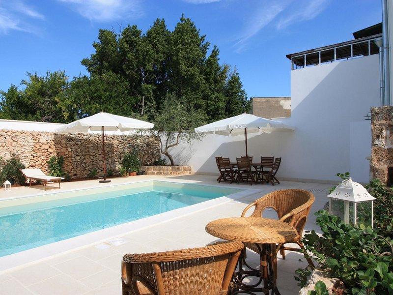 Courtyard studioLE*****************, location de vacances à Felline