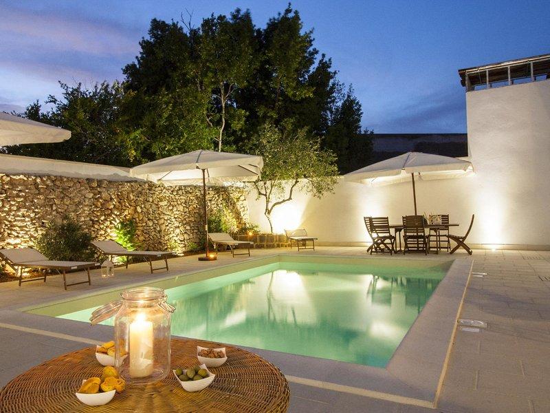 Courtyard w.poolLE*****************, location de vacances à Felline