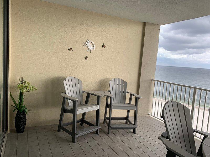 Nuevos muebles de balcón. ¡Esté atento a los delfines!