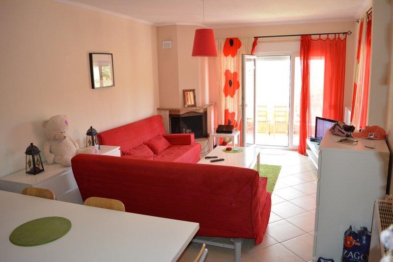 COZY apartment in Pefkohori, location de vacances à Loutra