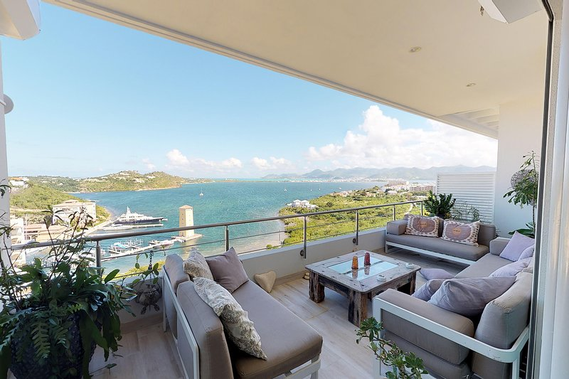 MOONRISE... Wow!! Fabulous luxury Condo at Blue Residences in Cupecoy, holiday rental in Maho